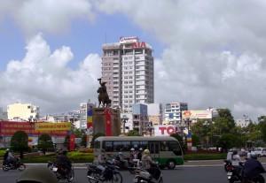 チャン・グエンハイの銅像らしい。