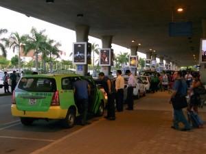 タンソンニャット国際空港のタクシースタンド