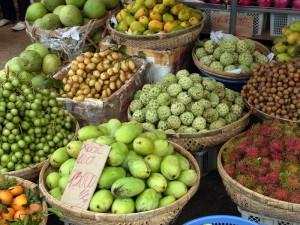 ビンタイ市場周辺のフルーツ屋
