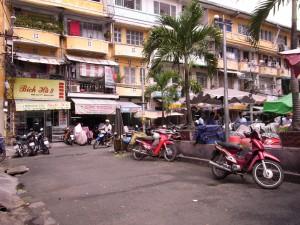 アンドン市場の横のマンション