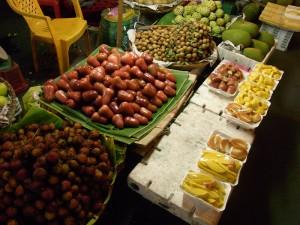 ベンタイン市場周辺のフルーツ屋